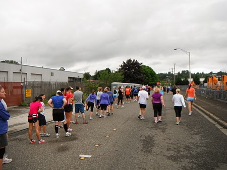 馬拉松十景之一 排隊上廁所