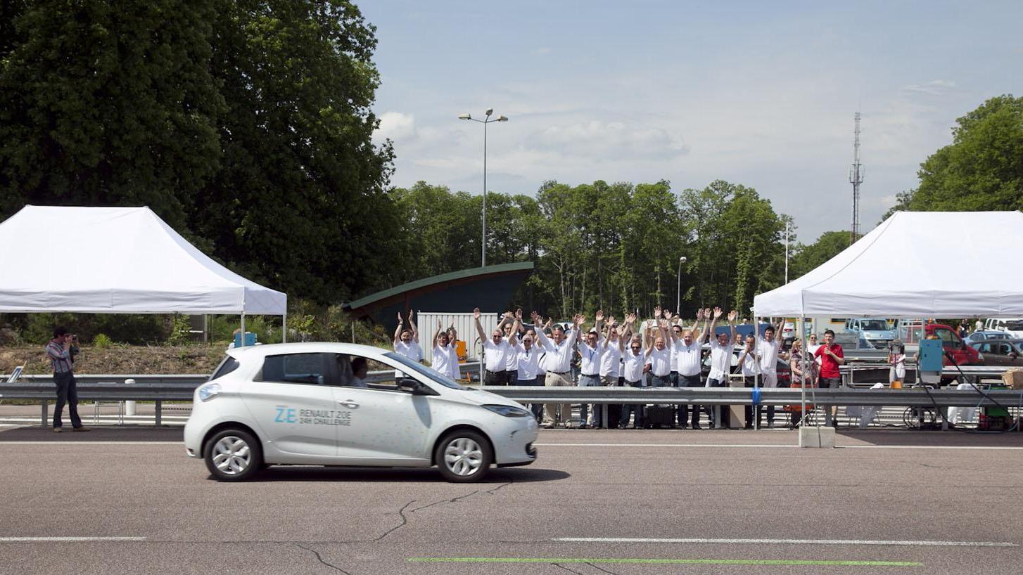 [Resim: 2013-Renault-ZOE-A-New-World-Record-2.jpg?imgmax=1800]