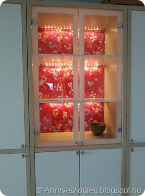 Tapet fra PIP studio i vitrineskap