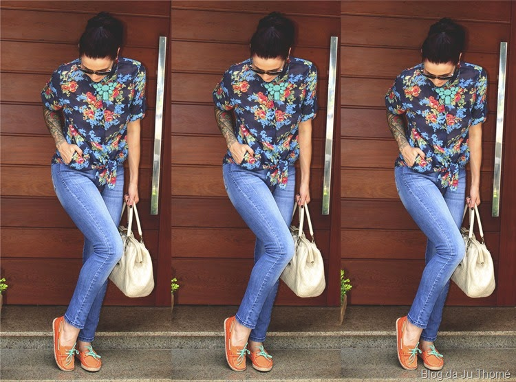 look calác jeans, camisa floral e dockside
