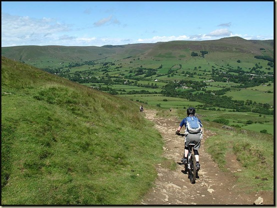 Descending towards Edale from Hollins Cross