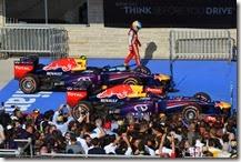 Alonso passa vicino alle due Red Bull