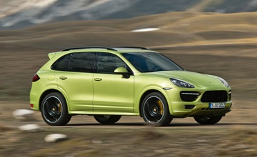 2013-Porsche-Cayenne-GTS-driving
