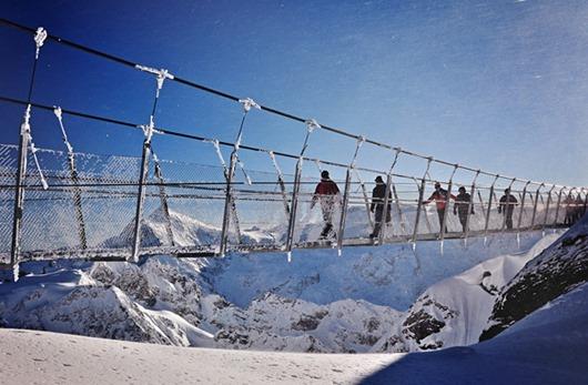 podvesnoj-most-titlis-cliff-walk-1