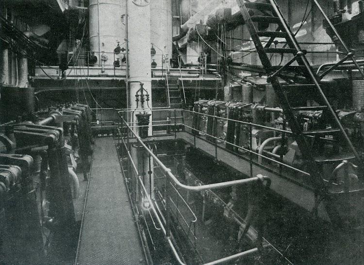 Sala de maquinas del CAMPOMANES. Foto de la revista INGENIERIA NAVAL. Junio de 1932.jpg