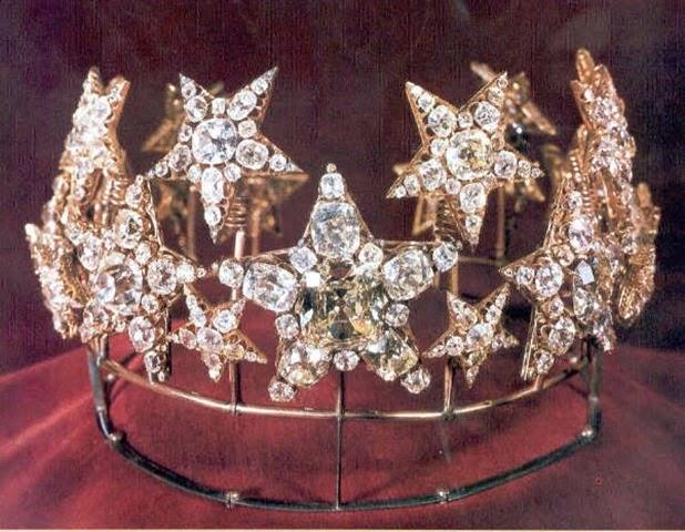 El aderezo de estrellas de diamante de la reina Maria Pia de Portugal