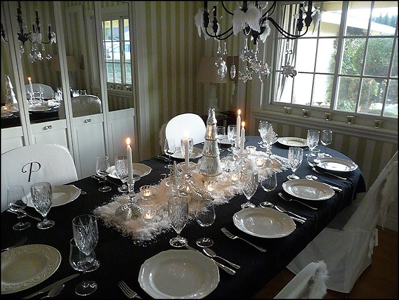 Christmas dining room black 2011 001 (800x600)