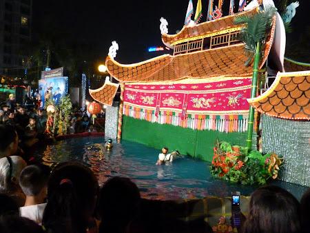 1. Papusi in apa Ho Chi Minh.JPG
