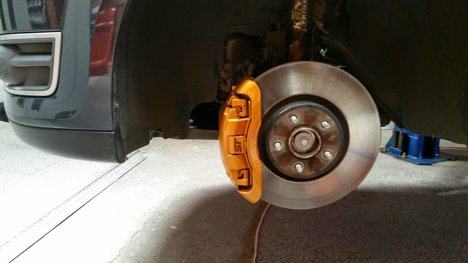 painting brake calipers automotive brake caliper. Black Bedroom Furniture Sets. Home Design Ideas