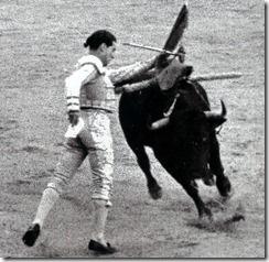 Antonio Bienvenida Cambio a muleta plegada 002 Pase_thumb