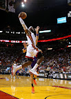 lebron james nba 121105 mia vs phx 11 King James wears 5 Colorways of Nike LeBron X in 6 Games