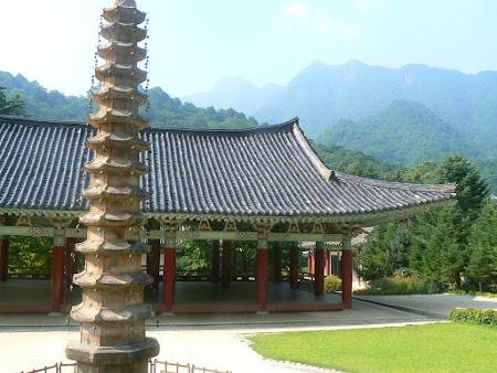 Obiective turistice Coreea de Nord: templu budist in Coreea de Nord