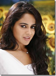 sameera-reddy-simple pic