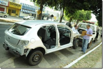 ladrao_preso_dirindo_carro_depenado_balde_sentado_600x400