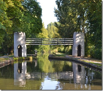 4 drayton manor footbridge