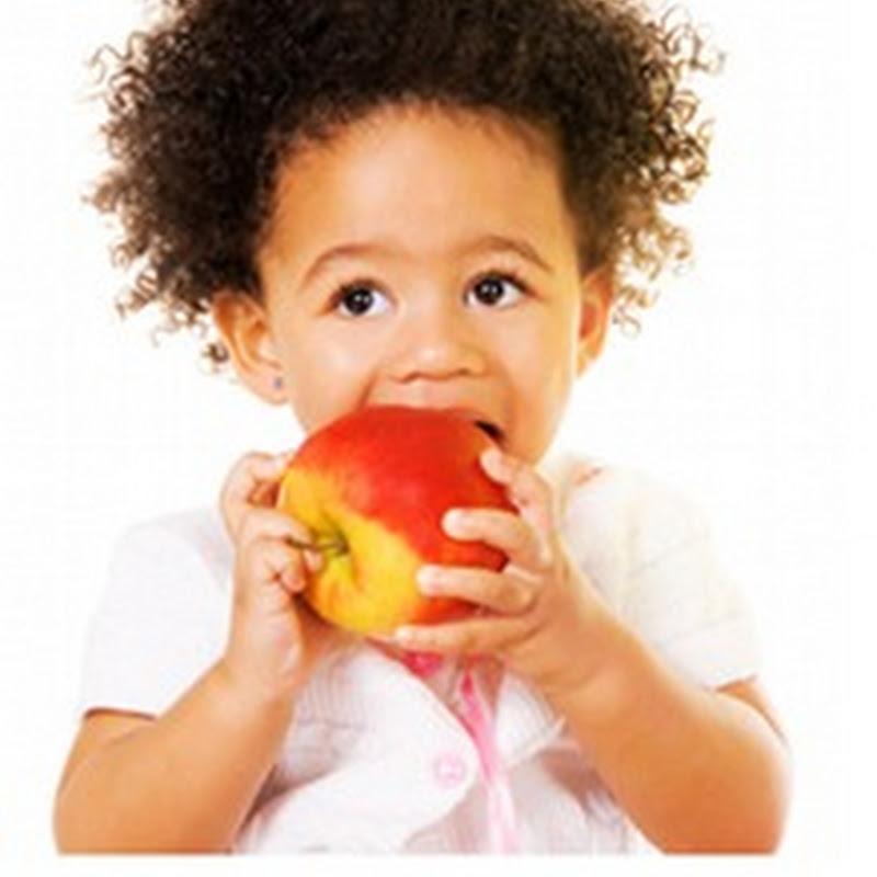 أطعمة لا يجب أن يتناولها طفلك