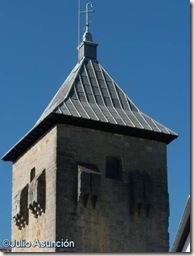 Torre campanario de la iglesia de la Virgen de Roncesvalles