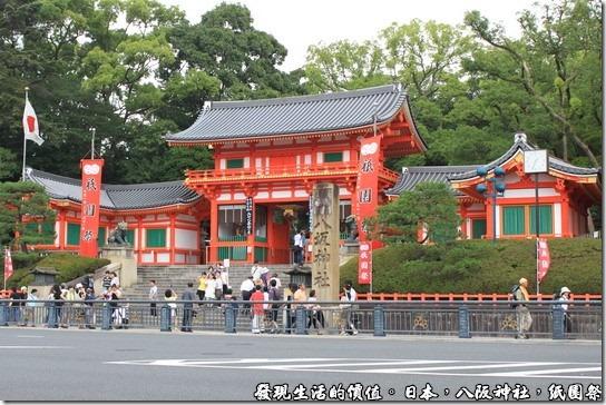八坂神社-紙園祭,西樓門又稱「西櫻門」,因為每逢櫻花季節,這裡是賞花的熱門景點。