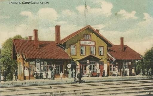 knivsta-jarnvagsstation-tidigt-1900-tal.jpg