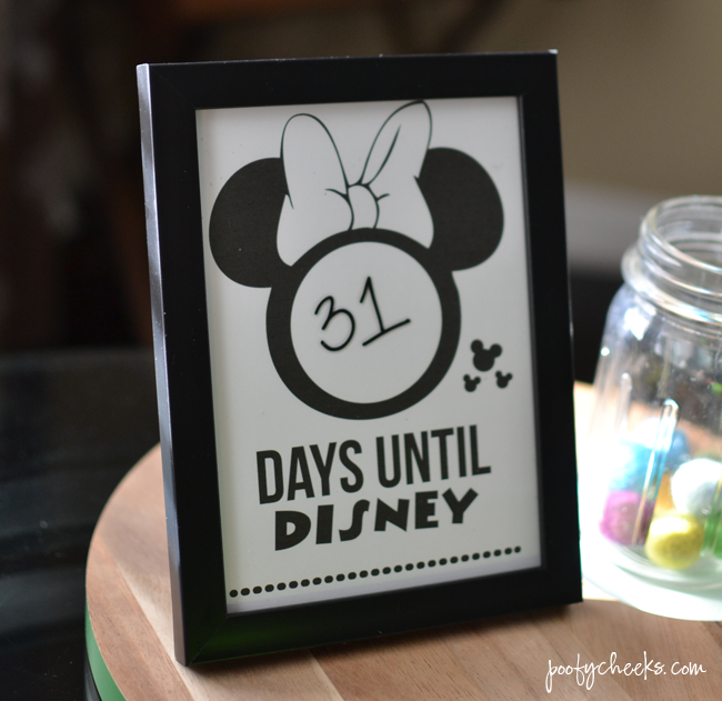 Disney Vacation Countdown - Free Printable Minnie