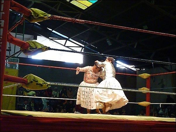 cholitas luchadoras.cholitas-wrestling-bolivia