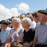 Sous un chaud soleil les plus anciens étaient les plus attentifs