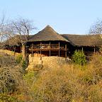 Ruaha River Lodge, Hauptgebäude über dem Fluss © Foto: Ulrike Pârvu | Outback Africa Erlebnisreisen