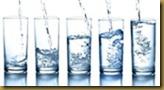 varios copos agua