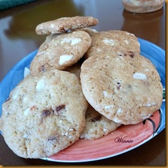 White chocolate and dried strawberry cookies - S