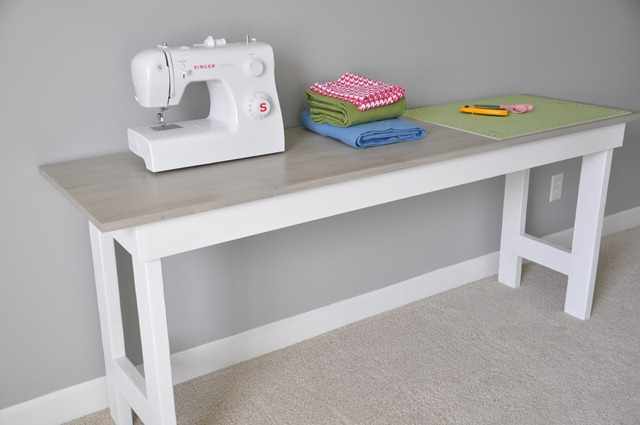 Sewing Table 082