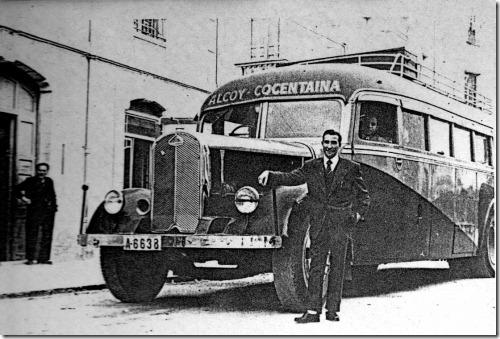 El Delahaye A-6638, Agustin y el Sr Ramón encargado del poste de gasolina uno de los últimos de Filipinas