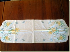 Vintage runner with embroidered daffodils