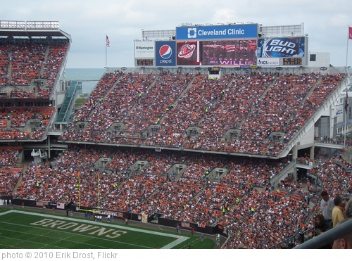 'Cleveland Browns Stadium' photo (c) 2010, Erik Drost - license: http://creativecommons.org/licenses/by/2.0/