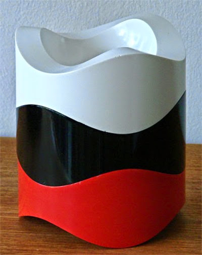 84030 ashtray by Walter Zeischegg for Helit in White red and black stacked