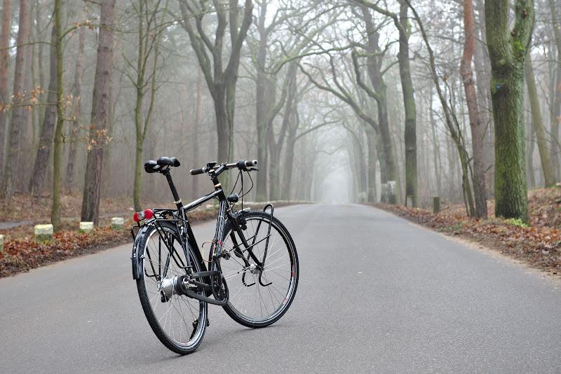 Bicleta aparent neschimbata dar acum pregatita de drum.