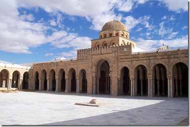 800px-Kairouan_Mosque_Courtyard