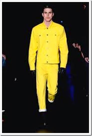 o inexplicavel homem de amarelo