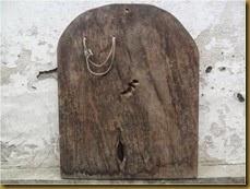 Blawong pusoko keris papan kayu untuk memajang keris pusaka