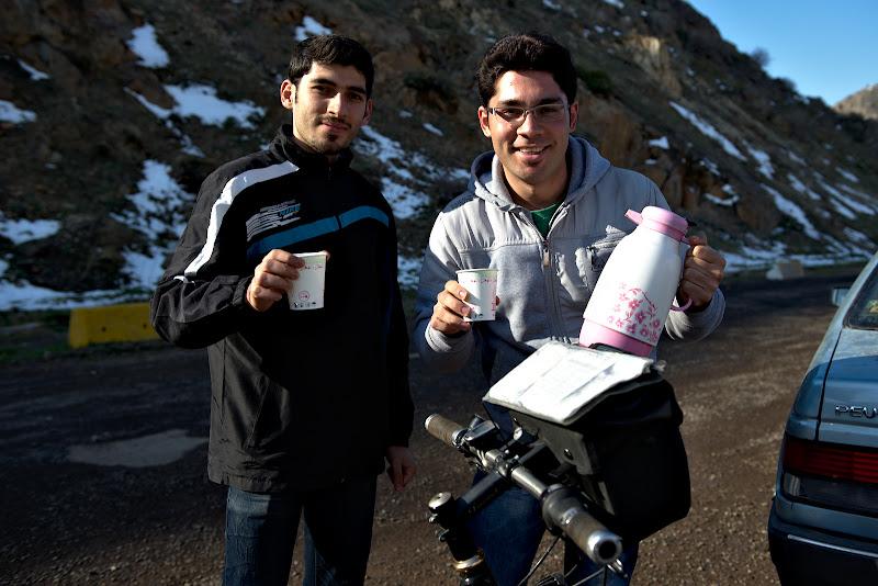 Amir si fratele sau, gazdele din Myaneh.