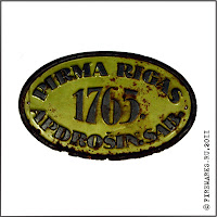 Г.148  Фасадная доска  «Pirma Rigas. Apdrosin.Sab. 1765. ». Сталь, эмаль, 12,5 х 20,5 см.  Из  коллекции Д.Р.Никулина
