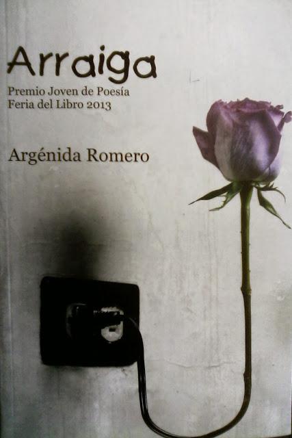 """Portada del libro """"Arraiga"""" (poesía), por Argénida Romero"""