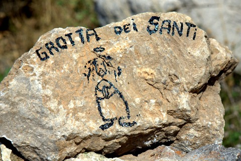 Il segno lasciato da Mauro Calibani sotto la Grotta dei Santi