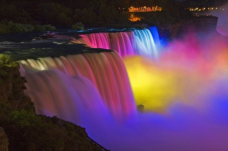 niagara-falls-lights-8