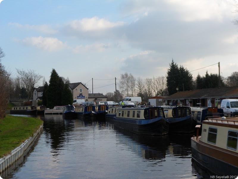 SAM_0036 Maestermym and Narrowboat inn