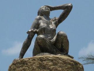 Monument dédié à la mémoire des femmes victimes de la guerre à Shabunda au Sud-Kivu.
