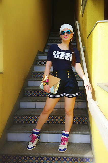 Sporty Chic with High-waist shorts,Queen geek H&M Top,Wedge Sneakers and a fashion Turban