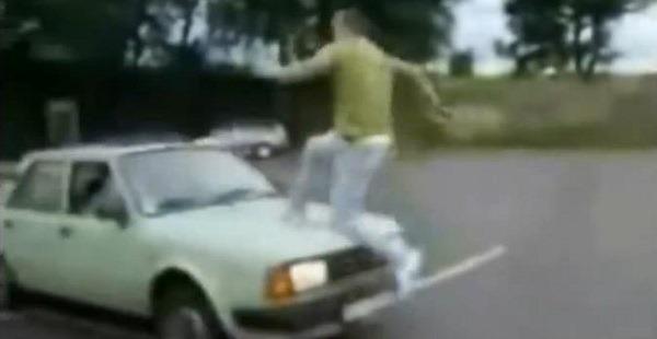 Compilação pulos sobre um carro em movimento que não deram certo