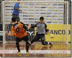 Paulo Victor defendo pênalty cobrado por Tostão, do Carlos Barbosa Futsal