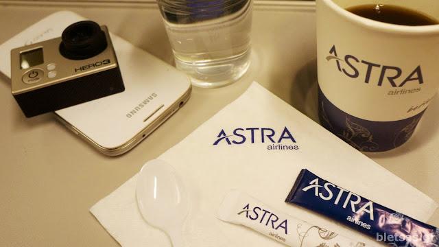 Κατά την διάρκεια της πτήσης που είναι κάπου 45 λεπτά! Ο καφές της Astra, και η gopro hero3 πανω στο Galaxy S4 της Ηλέκτρας.