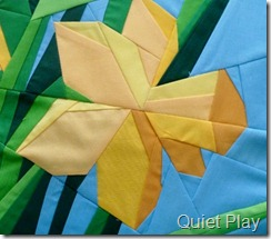 Paper pieced daffodil